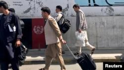 Pasageri îndreptându-se către aeroportul din Kabul, 15 august 2021