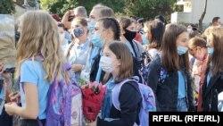 Eleviii școlilor închise pe 13 octombrie vor reveni în sistemul offline de învățare pe 27 octombrie