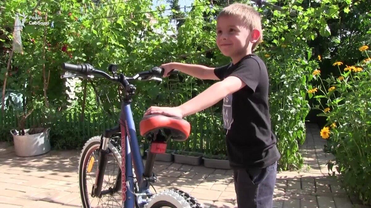 «Семьи погибших должны понимать, что они не сами»: жители Славянска поздравили с днем рождения сына погибшего добровольца – видео