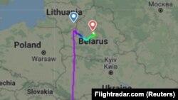Egy mobilalkalmazás mutatja a Belarusz felett eltérített utasszállító útvonalát.