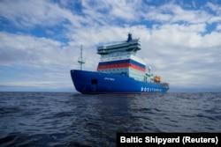 Kapal pemecah es bertenaga nuklir Rusia Arktika menjalani uji coba laut di Laut Baltik pada Juli 2020.
