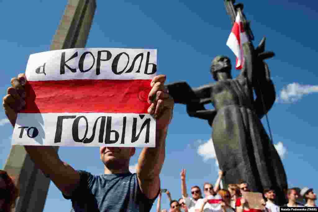 «А король-то голый». Участник митинга в Минске.