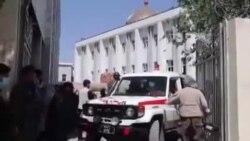 خانوادۀ رسانه های افغانستان یک خبرنگار دیگر را دفن کرد