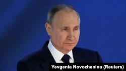 Președintele rus Vladimir Putin în timpul discursului despre starea națiunii, ținut în fața camerelor reunite ale Parlamentului, Moscova, 21 aprilie 2021.