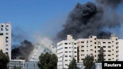 Сграда, в която се помещават офисите на Асошиейтед прес и Ал Джазира в Газа се срути при ракетен обстрел от страна на израелската армия.