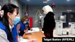 Один из избирательных участков в Кыргызстане. 11 апреля 2021 года.