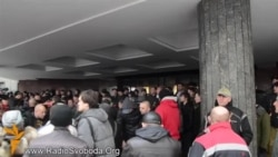Проросійські радикали блокують кримський парламент