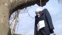 Шини, опудало і намети – в Одесі вимагали відставки нового прокурора