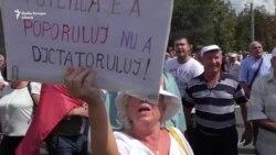 Cele două proteste din Piaţa Marii Adunări Naţionale