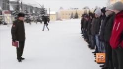 Российских солдат-срочников всё чаще заставляют становиться контрактниками