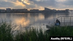 Набережная озера Кабан с видом на театр им. Г.Камала в Казани