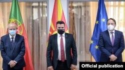Премиерот Зоран Заев се сретна со португалскиот министер за надворешни работи Аугусто Сантош Силва и еврокомесарот за проширување Оливер Вархеји во Скопје на 21 мај 2021