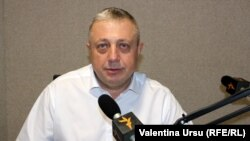 Alexei Tulbure în studioul Europei Libere de la Chișinău