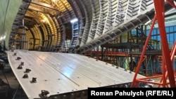 Ан-178 може взяти на борт 18 тонн вантажу – на фото літак, який збирають для МВС Перу