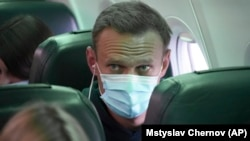 Alexei Navalnîi în avionul cu care s-a întors de la Berlin, la Moscova, duminică, 17 ianuarie 2021.