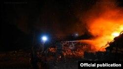 Vatrogasci gase požar nakon granatiranja Stepanakerta, 23. oktobar