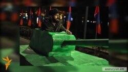 «Թղթե զրահամեքենայով» ԱԱԾ հասած ակտիվիստը բերման է ենթարկվել «բռնությամբ»