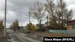 Поселок имени Габидена Мустафина в Карагандинской области. Здесь электросети не выдерживают порывов ветра, дождя, буранов. При этом за электроэнергию сельчане платят больше, чем в городе.