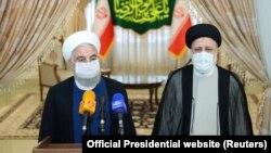 ირანის მოქმედი პრეზიდენტი ჰასან როჰანი (მარცხნივ) და საპრეზიდენტო არჩევნებში გამარჯვებული ებრაჰიმ რაისი.
