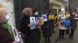 Акция перед консульством Китая: «Хочу увидеть сына, пока жива»
