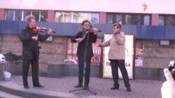 Музичним флеш-мобом вшанували пам'ять композиторів Михайла Вербицького і Володимира Івасюка