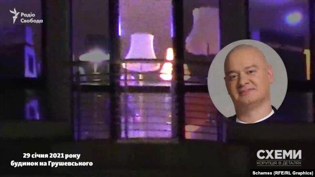 Серед присутніх журналісти в об'єктиві телекамери розгледіли чоловіка, схожого на актора студії «Квартал-95» Євгена Кошового
