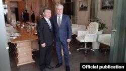 Алманбет Шыкмаматов (солдо) жана Омар Муртузалиев (оңдо). Москва шаары. 2021-жылдын 23-февралы