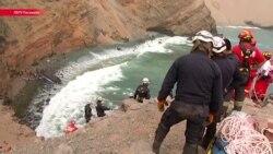 В Перу пассажирский автобус сорвался со скалы в море