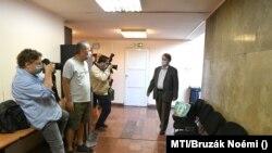 Kovács Béla korábbi jobbikos EP-képviselő érkezik a Budapest Környéki Törvényszékre 2020. szeptember 16-án. (Fotó: MTI/Bruzák Noémi)