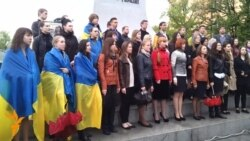 Kharkiv Students Sing Ukrainian National Anthem