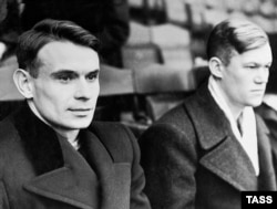 Soviet soccer legends Konstantin Beskov (left) and Vsevolod Bobrov did most of the scoring in Britain for Dynamo.