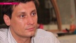 День с Дмитрием Гудковым: как ведет кампанию единственный оппозиционный депутат прошлой Госдумы