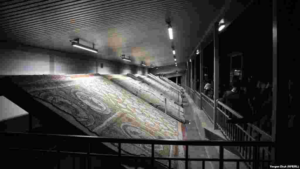 Виставка мозаїк. Мозаїчна підлога була невід'ємною частиною християнських храмів