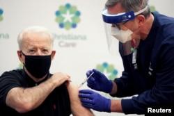 تطبیق دوز دوم واکسین کرونا بر جو بایدن، رئیس جمهور منتخب امریکا
