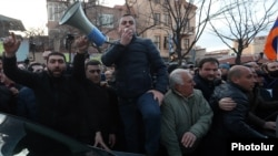 Armenia -- Dashnaktsutyun leader Ishkhan Saghatelian addresses protesters outside the parliament building in Yerevan, March 9, 2021.