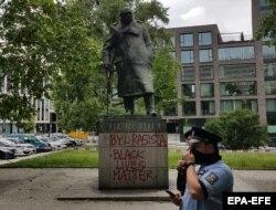 Praga: Încă o statuie a lui Winston Churchill vandalizată