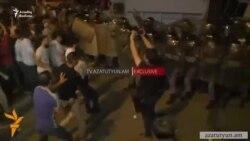 Ermənistanda polislə aksiyaçılar arasında toqquşma olub- yaralılar var
