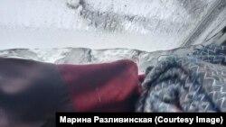 Лед на окнах в доме Екатерины Брюховой и не думает таять