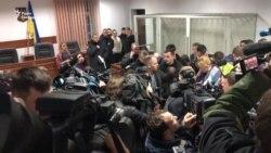 На суді у справі Гандзюк з'явилися плакати «Хто замовив Мангера?» – відео