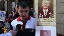 "OZOD-VIDEO: Москвада ўзбеклар ""Барҳаëт полк"" маршига қўшилди"