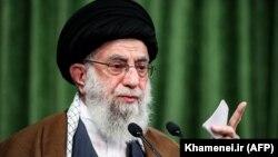 Иранның рухани көсемі аятолла Әли Хаменеи.