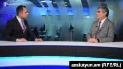 Лидер партии «Республика» Арам Саргсян (справа) дает интервью журналисту Радио Азатутюн Карлену Асланяну