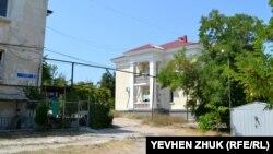 Дом №32 возведен в 1947 году