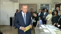 Erdogan glasa na izborima u Turskoj