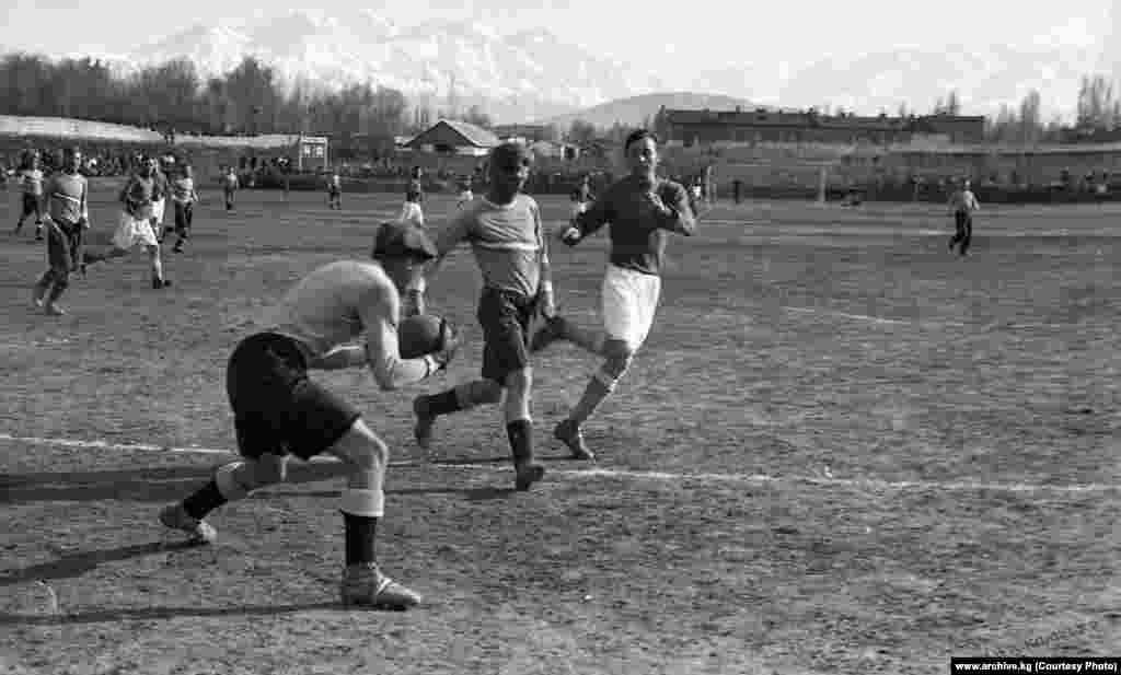 Кыргыз ССРнин футбол боюнча чемпионаты 1934-жылдан 1991-жылдар аралыгында өткөн.