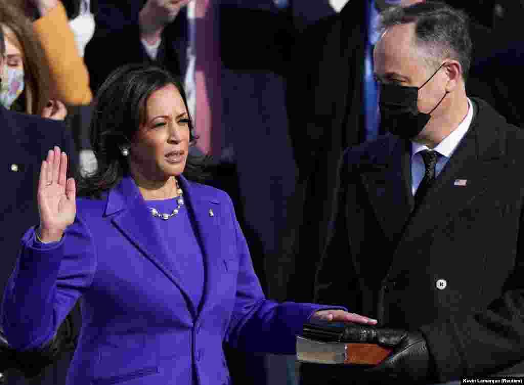 Камала Харрис вице-президентикке киришүү антын берди.