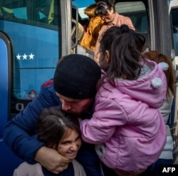 Вернувшиеся в Степанакерт беженцы из Нагорного Карабаха