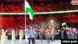 Таджикские спортсмены на церемонии открытия Олимпийских игр в Токио, 23 июля 2021 года