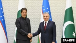 Президент Узбекистана Шавкат Мирзияев и премьер-министр Пакистана Имран Хан.
