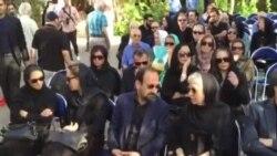 مراسم تشییع عباس کیارستمی با حضور جمع کثیری از هنرمندان و دوستداران وی در تهران (ویدئو از ایلنا)
